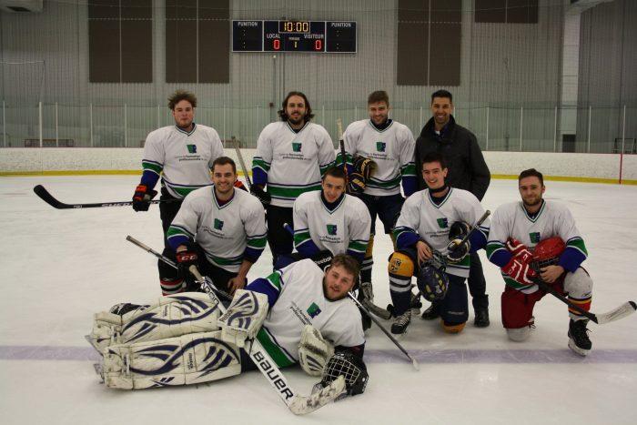 3 équipes de la FP des navigateurs s'illustrent en hockey scolaire - Centre de formation professionnelle de Lévis